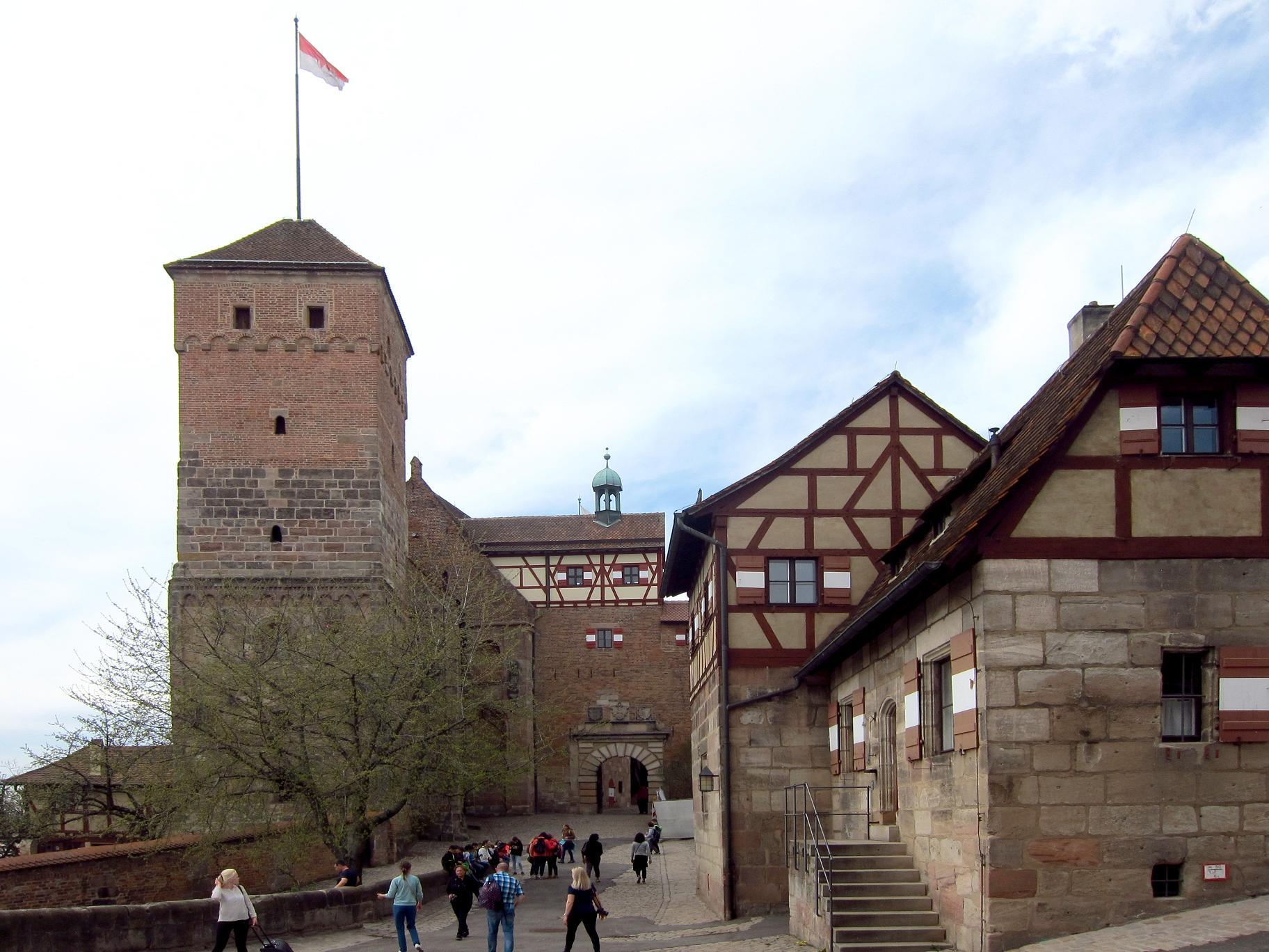 Нижній вхід у Імператорську фортецю.