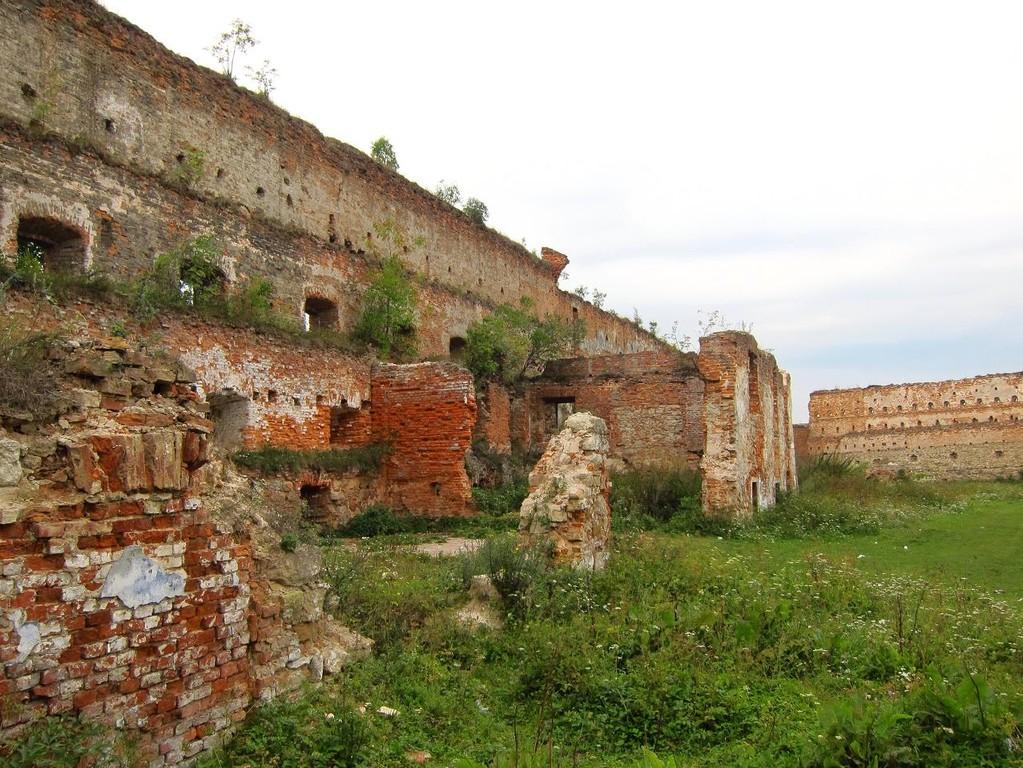 Залишки палацу в західній частині