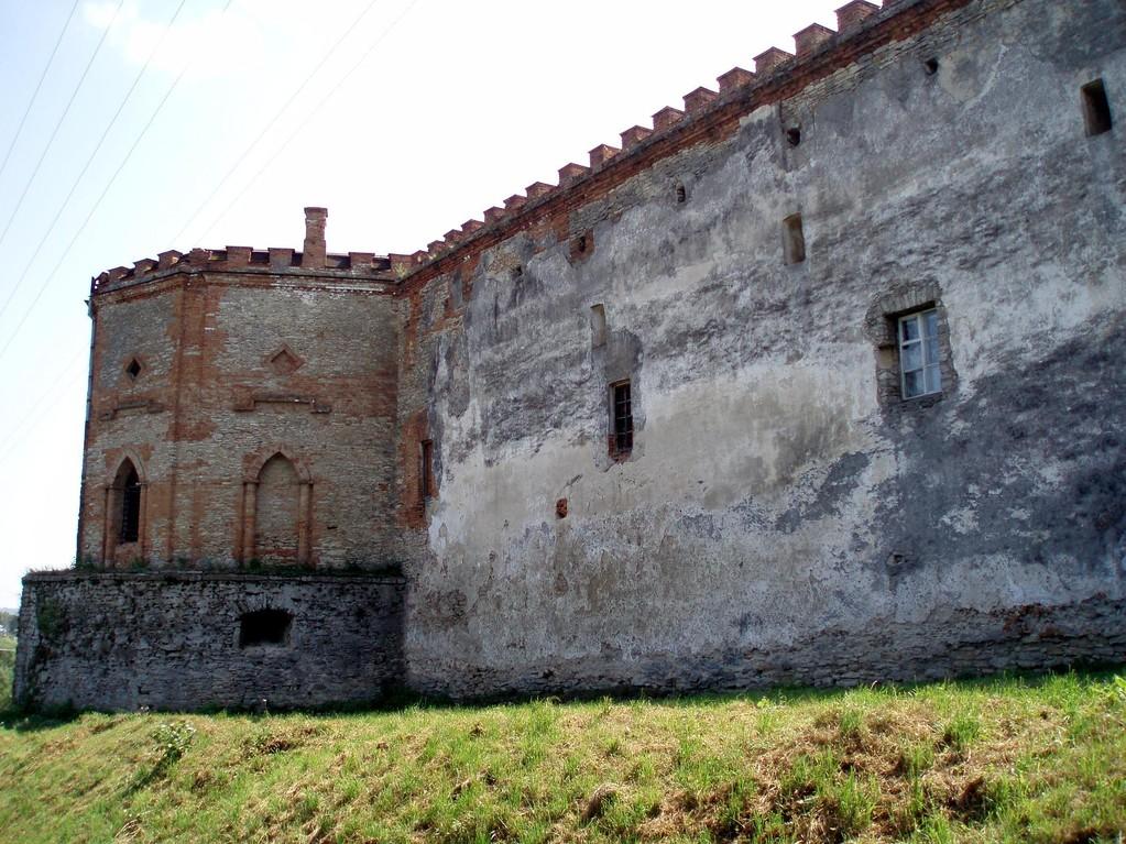 Північно-західний мур та північно-західна вежа.