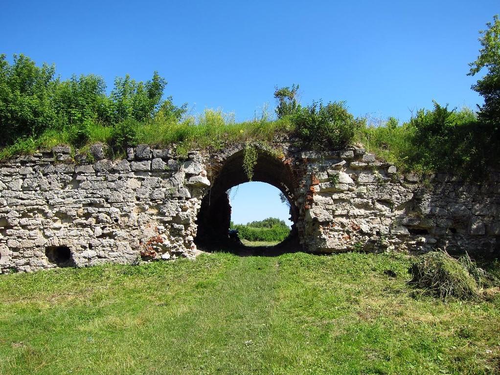 Ворота замку.