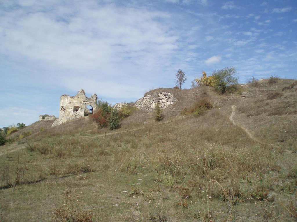 Південно-східна вежа замку, дорога до воріт