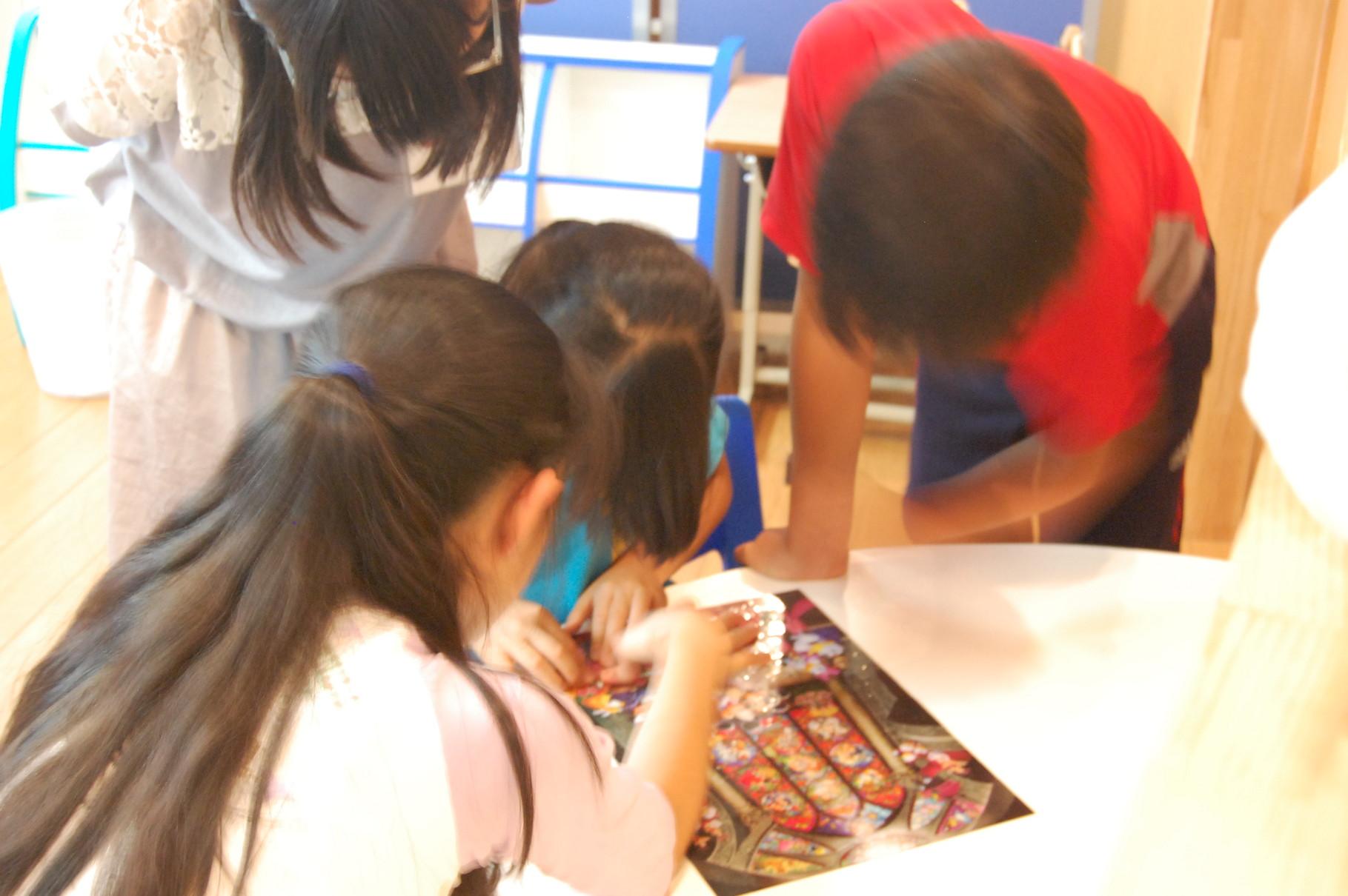 他の生徒と一緒に活動に取り組むこともあります