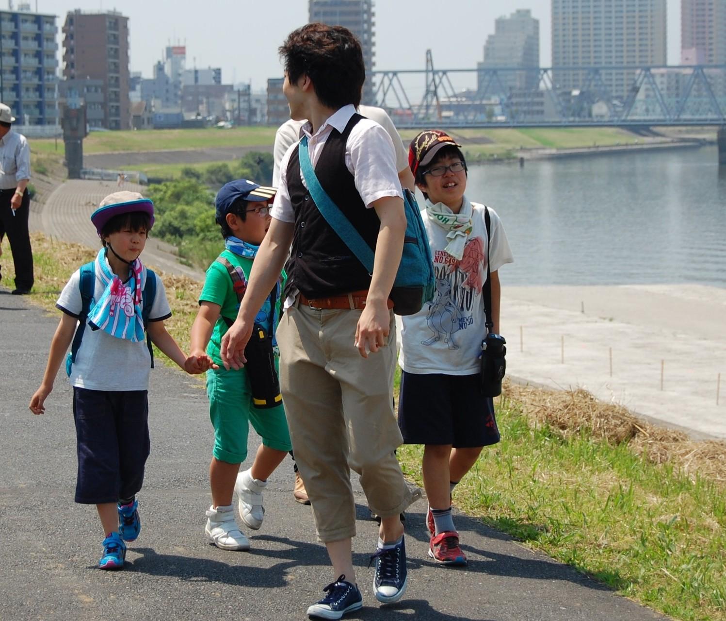 出発 歩きながら交通ルールも学びます