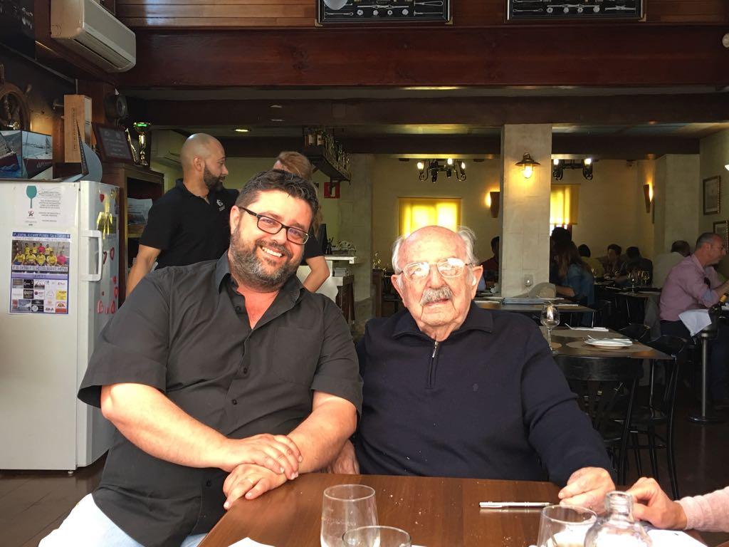 Bati Bordes, del Marino, junto a Antonio Nebot, que ya celebró sus 100 años en el restaurante de les Rotes
