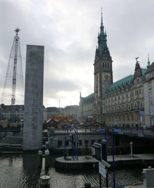 """""""Historischer Hamburger Weihnachtsmarkt"""" vor dem Hamburger Rathaus"""