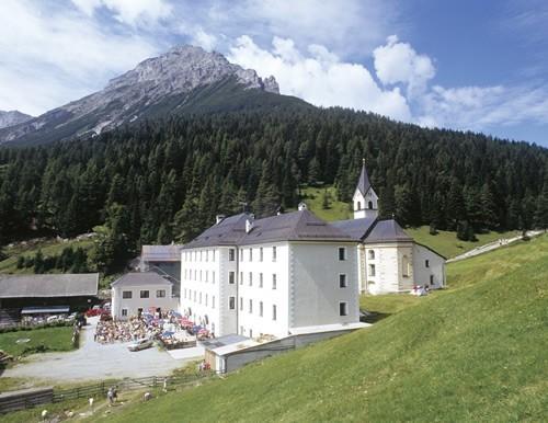 das höchstgelegenste Kloster - Maria Waldrast mit Heilwasser