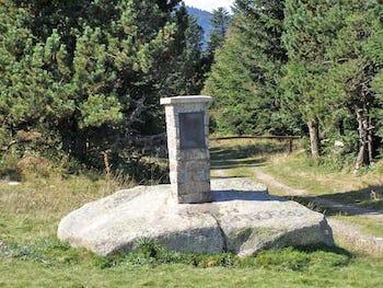 Stèle du col de Jau aaalat-languedoc-roussillon.fr