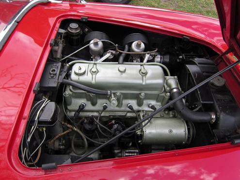 1953 Austin-Healey 100 dzinējs Pirmie Austin-Healey auto bija apgādāti ar 2,660 litru četrcilindru rindas dzinēju no A90 Atlantic.