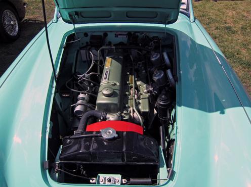 Šim 1959tā gada 100-6 ir 26D dzinējs, ar noņemamu alumīnija ieplūdes manifoldu un pārīti 1.75collu(45mm) S.U. H6 karburātoriem. Jauda palielināta līdz 117zs(87 kW) and 203 N/m(150 lb-ft) griezes momentu, kas bija lābāk kā BN2 modelim, bet ne 100M vai 100S