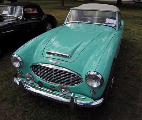 1959 Austin-Healey 100-6 (BN6) Priekša Ārēji, 100-6 no sakotnējā 100tā atšķīrās tikai ar priekšējo resti, kas tika aizgūta no 100s un Bonevilā izmatotajiem bolīdiem.