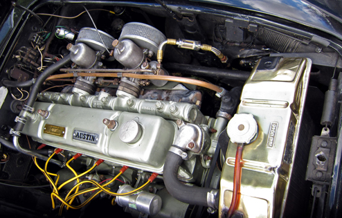 1957 Austin-Healey 100-6 BN4 dzinējs 100-6 standarta 1C dzinējs tika aizgūts no A105 modeļ, praktiski neveicot nekādas izmņas. Tilpums 2639cm3, divi 1.5 collu(38mm) S.U. H4 karburātori deva 102zs un 192N/m griezes momentu.