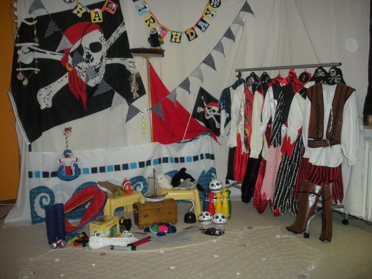 Piratenparty mit Kostümen, Deko, Geschichten und Spielen und ...