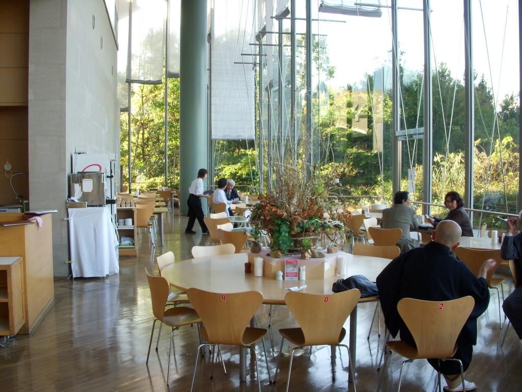 店内からの琵琶湖の眺めが最高です!