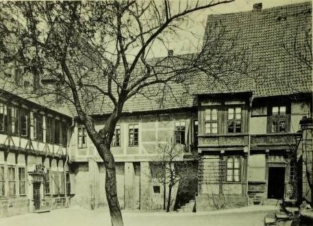 Bild 3: Hinterhof