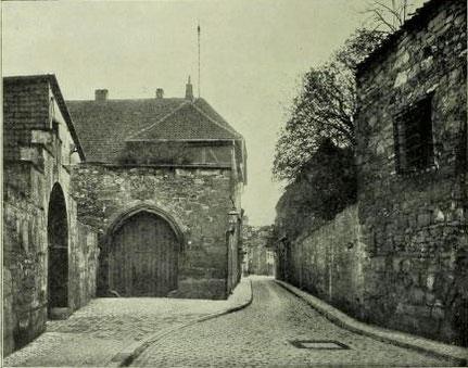 Bild 2: Anblick aus der Mitte der Straße nach Osten (Richtung Schuhstraße)