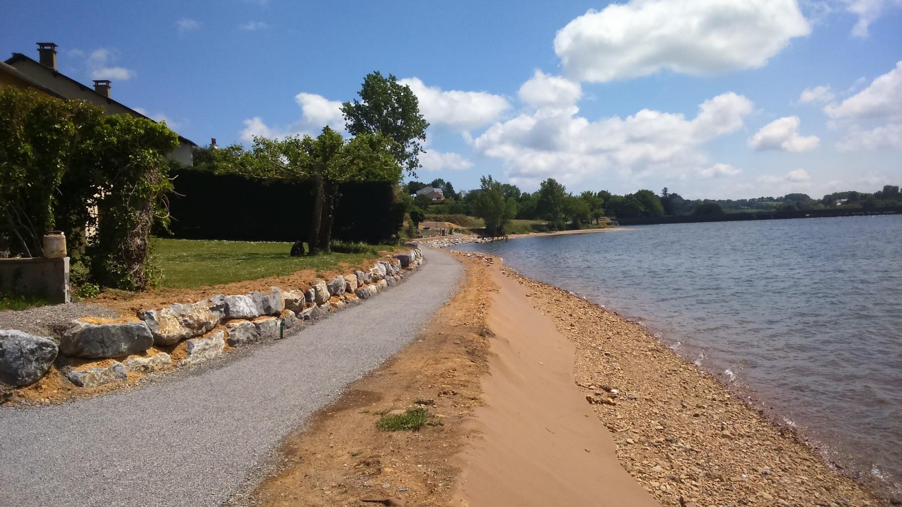 Chemin piétonnier tour de lac