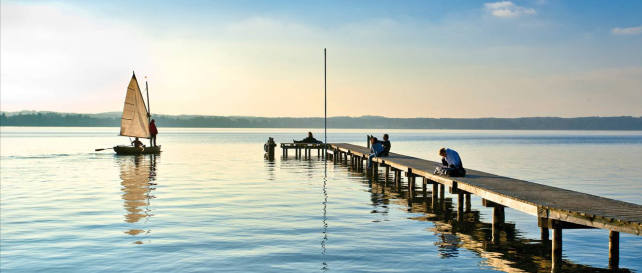 Never sailed before? There are sailing schools in Starnberg and Tutzing.