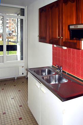 prima...cucina vecchia e si vede, rivestimenti e mobili misti...