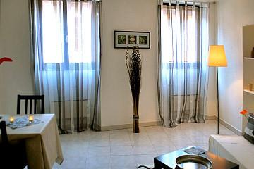 dopo...con pochi accorgimenti la stanza diventa un salotto accogliente e caloroso