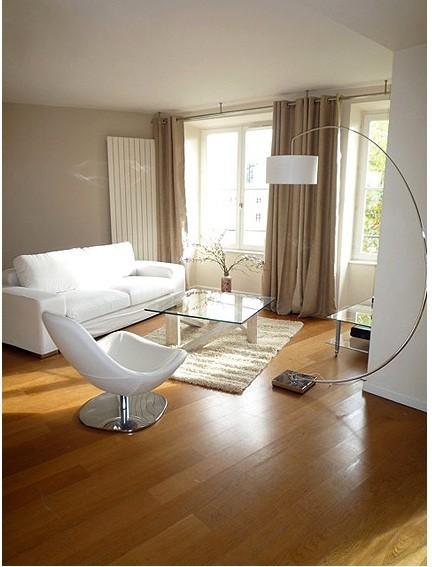 colori chiari e una lampada adatta, il tutto esalta la bellezza del parquet