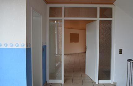 Prima...un'entrata insignificante con colori da stanza dei bimbi