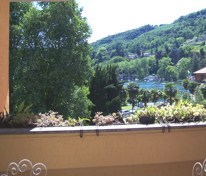 Large terrace overlooking the Lake (Summer)