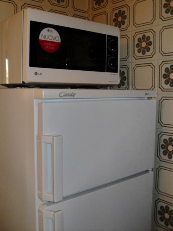 réfrigérateur et micro-ondes