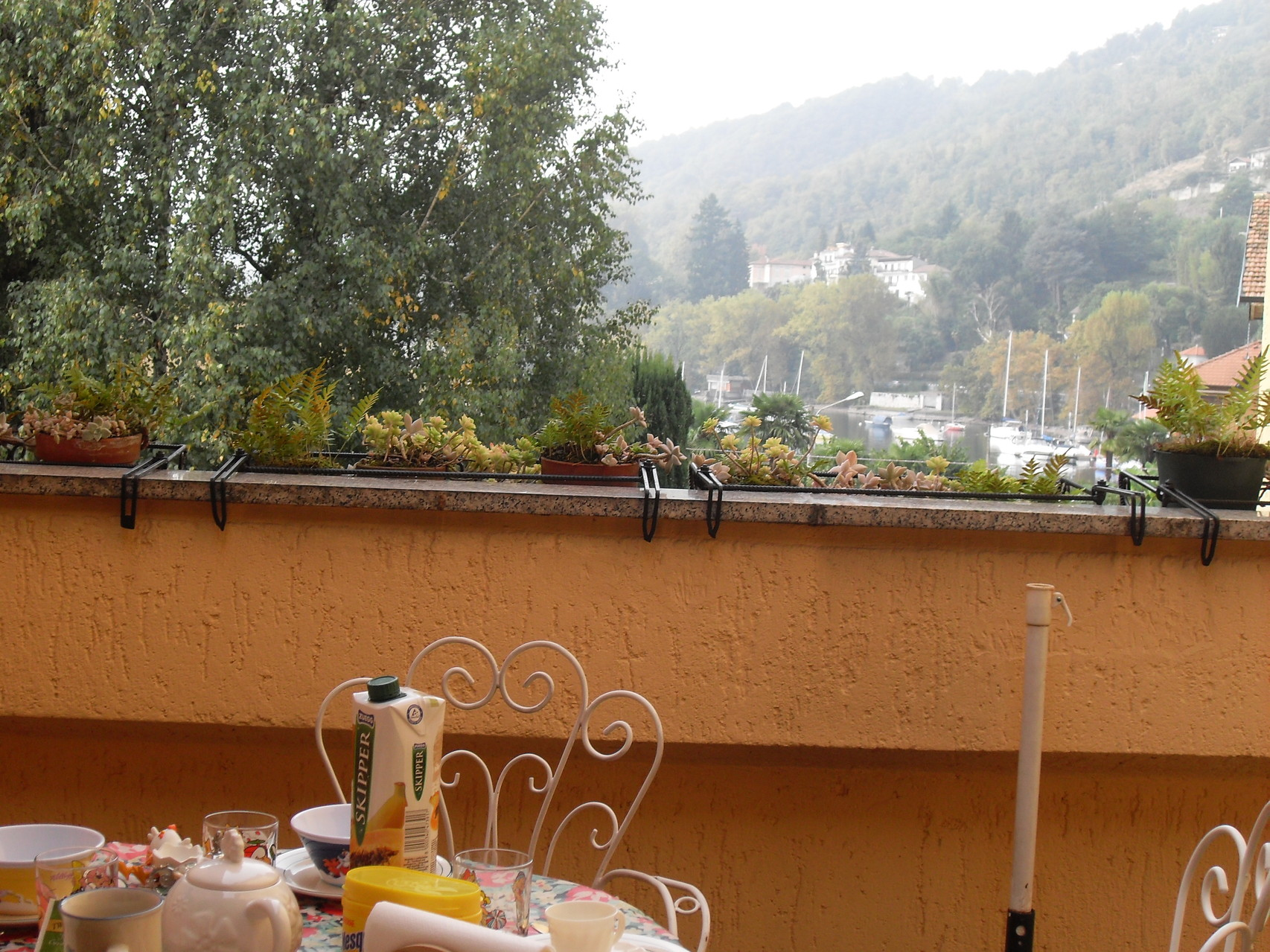 Terrace where at night you can dine and enjoy a good glass of wine while you breathe the clean air of Lake Maggiore