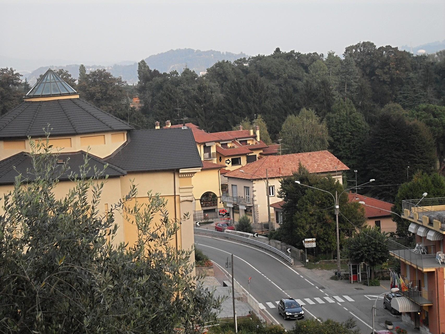 Solcio di LesaSolcio: Kirche, Minimarkt und Bushaltestelle 50 Meter von der Wohnung entfernt