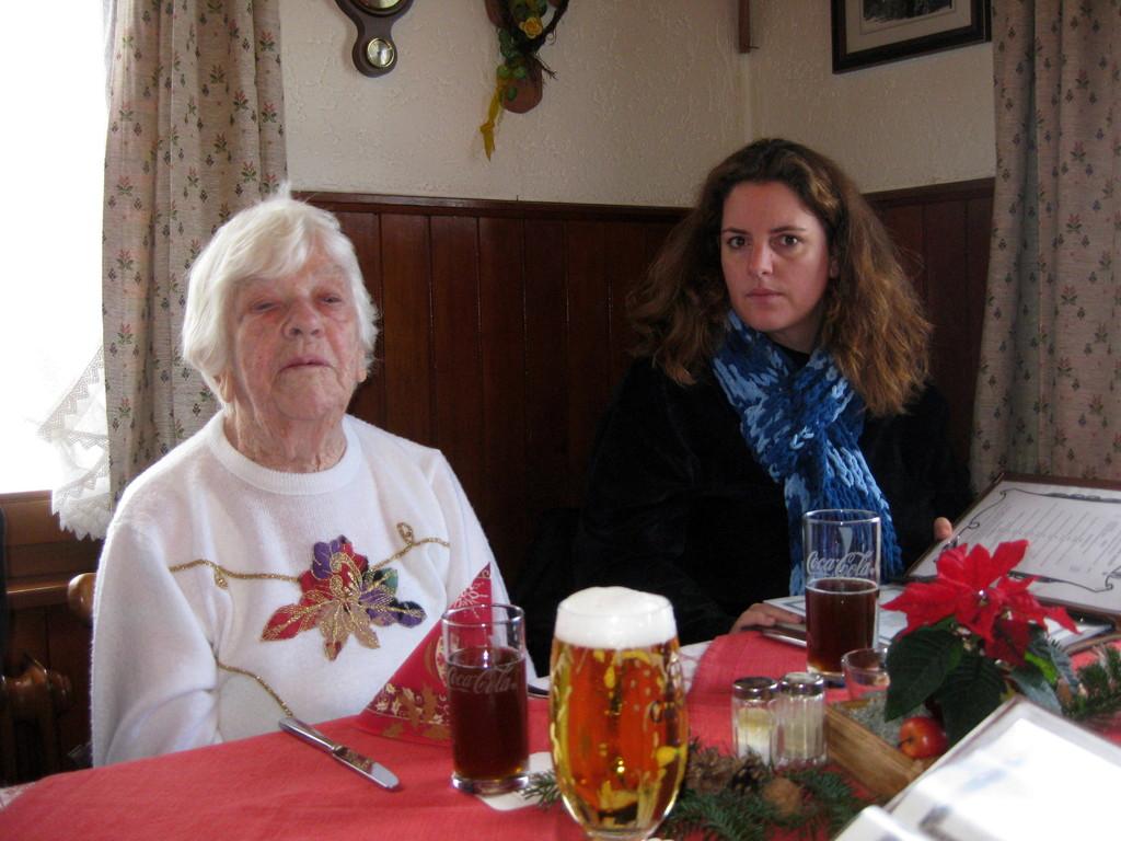 Oma und Chrissie