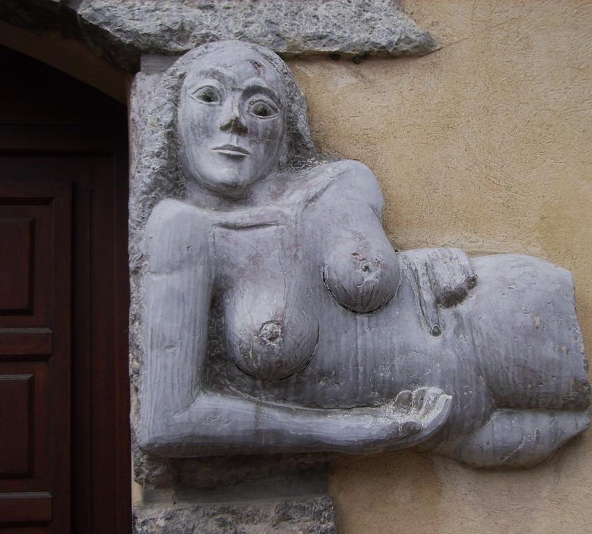 Skluptur am Eingang zur Bibliothek,Chorges