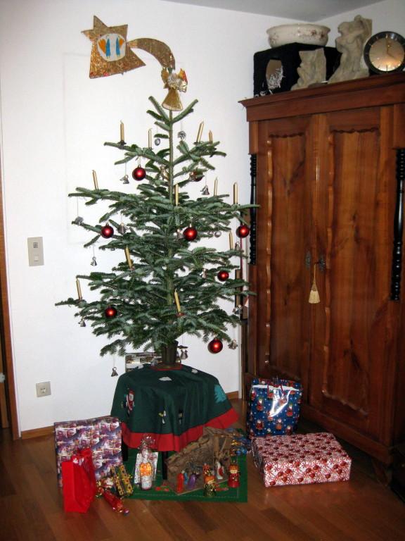 am Weihnachtsbaum die Lichter brennen....