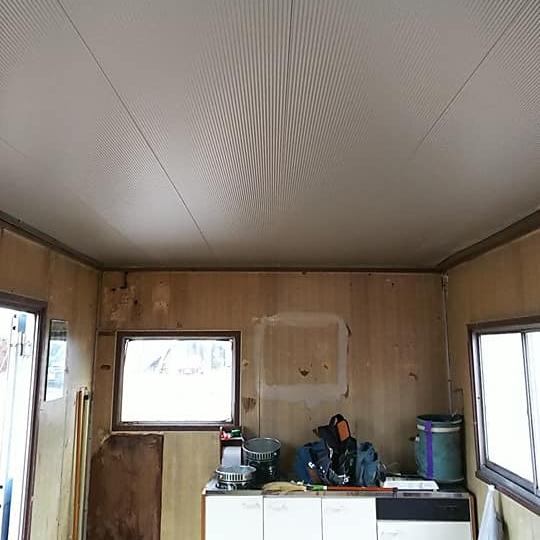 [内装 After①]外壁に使う断熱サイディング材で仕上げました