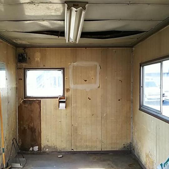 [内装 Before②]床も天井も、ちょっとこのままでは…