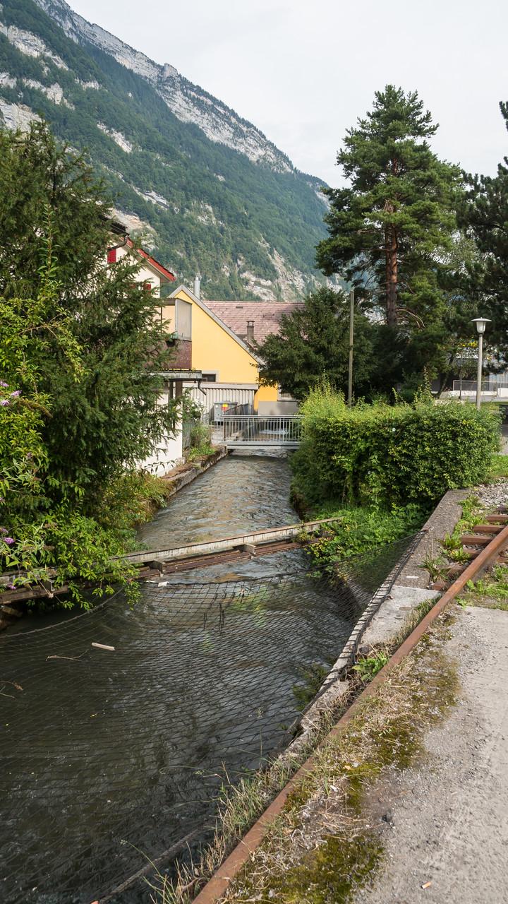 Dorfbach nördl. der oberen Papierfabrik  Koord. 723089 213973