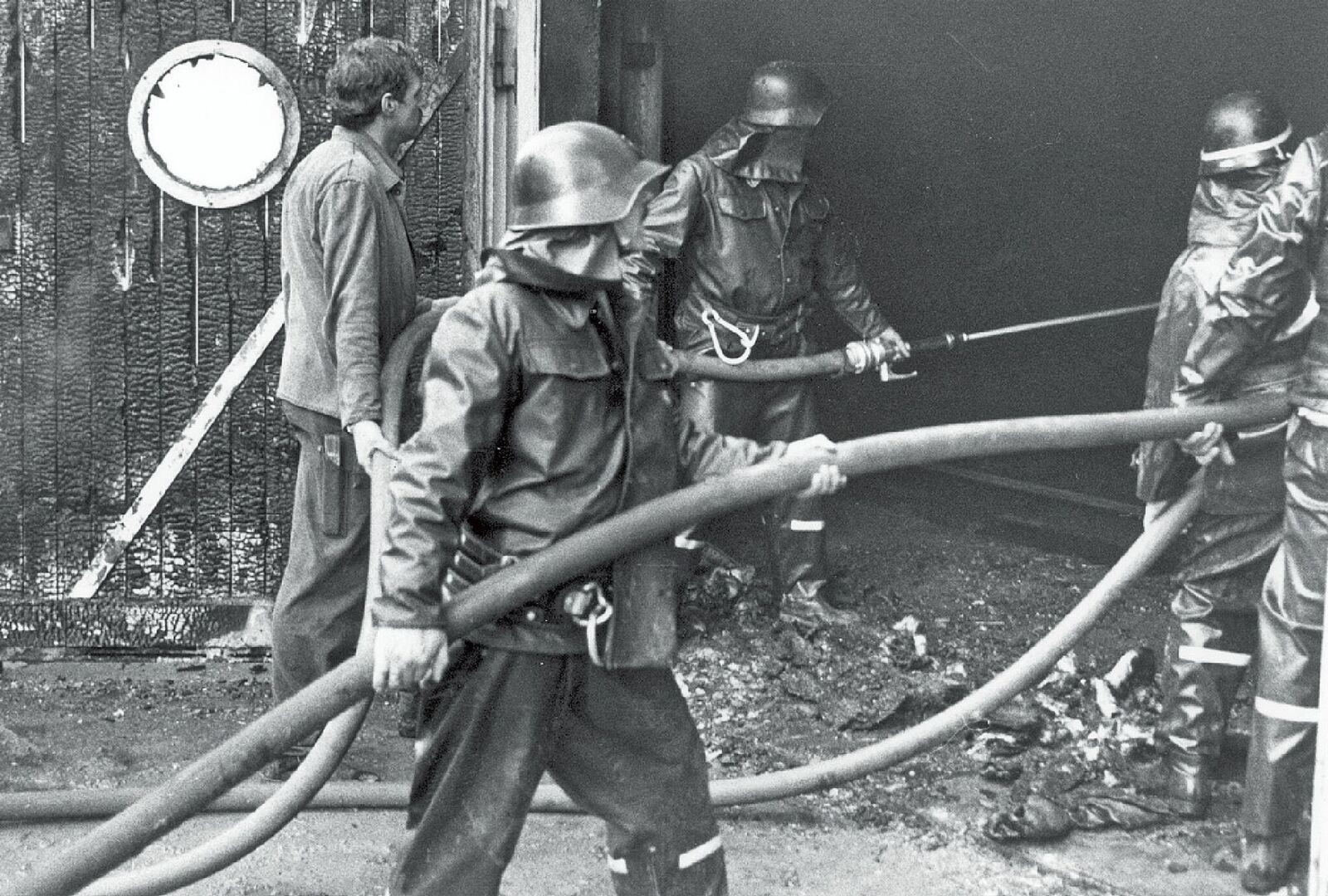 Der spätere Kommandant der Feuerwehr Netstal, Kurt Steiner, als Rohrführer.