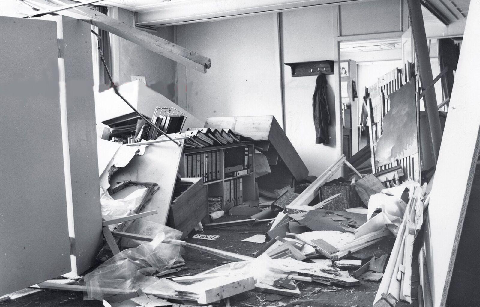Blick in einen der zerstörten Büroräume. Es war ein Riesenglück, dass es keine Toten gab.