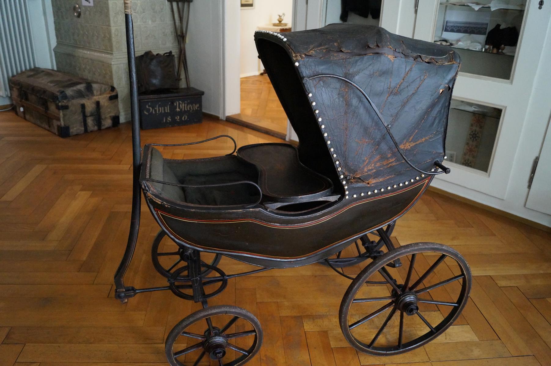 Kinderwagen für den Sonntagsspaziergang