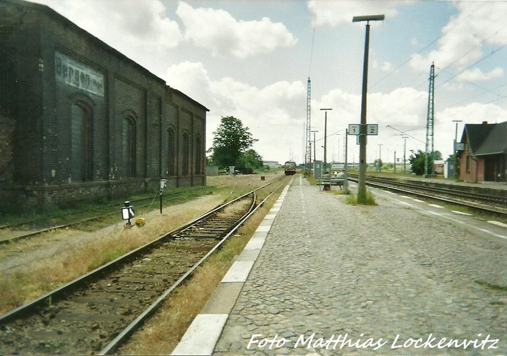 Mein Damaliger 628 Auf Meiner Heimatstrecke Bergen auf Rügen -Lauterbahc Mole Bei Der Einfahrt In Den Bahnhof Bergen auf Rügen Im Jahr 1999