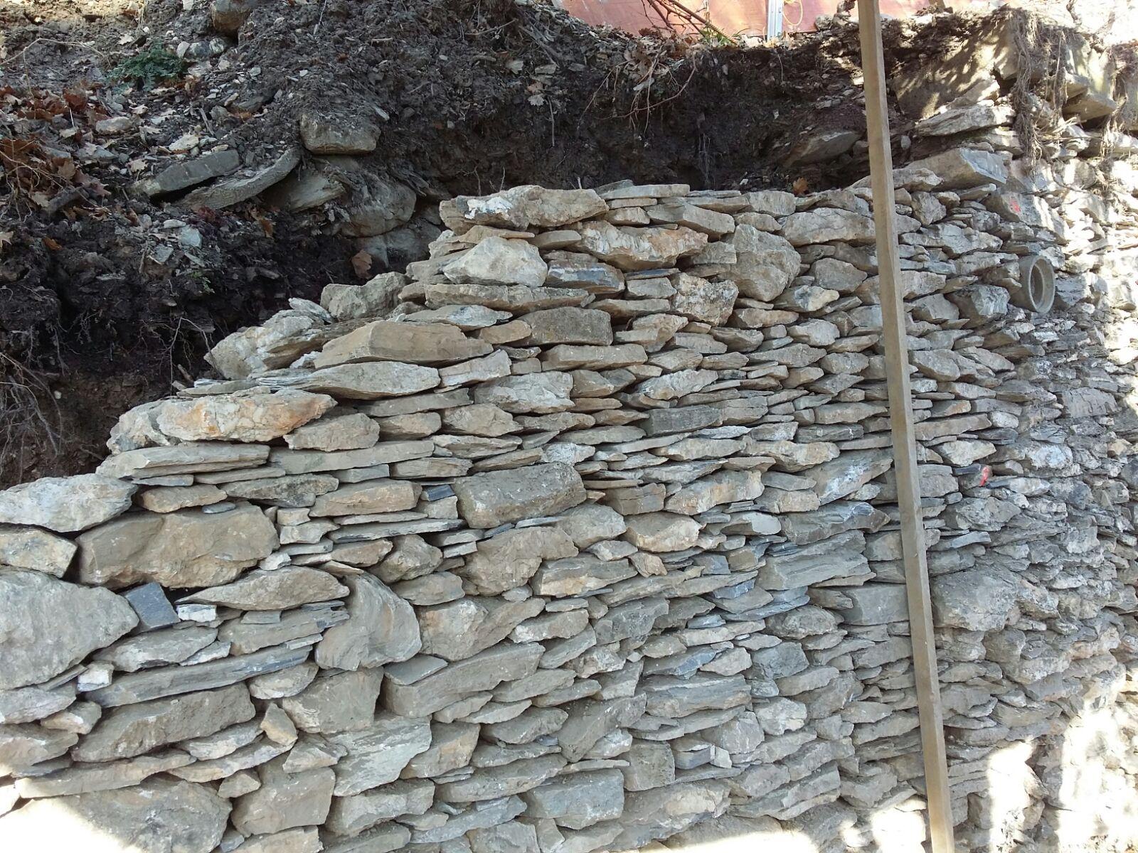 Mur de Vigne avec pierres d'origine Savièse