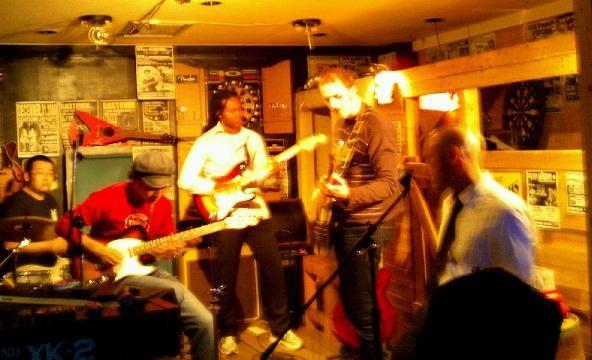 Session トム(Vo)チャーン(G)グラーム(B)スイショウさん(G)まっさん(D)2011.12.15