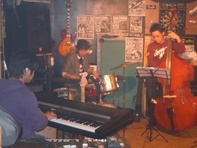 藤崎厚トリオ 2011.4.2