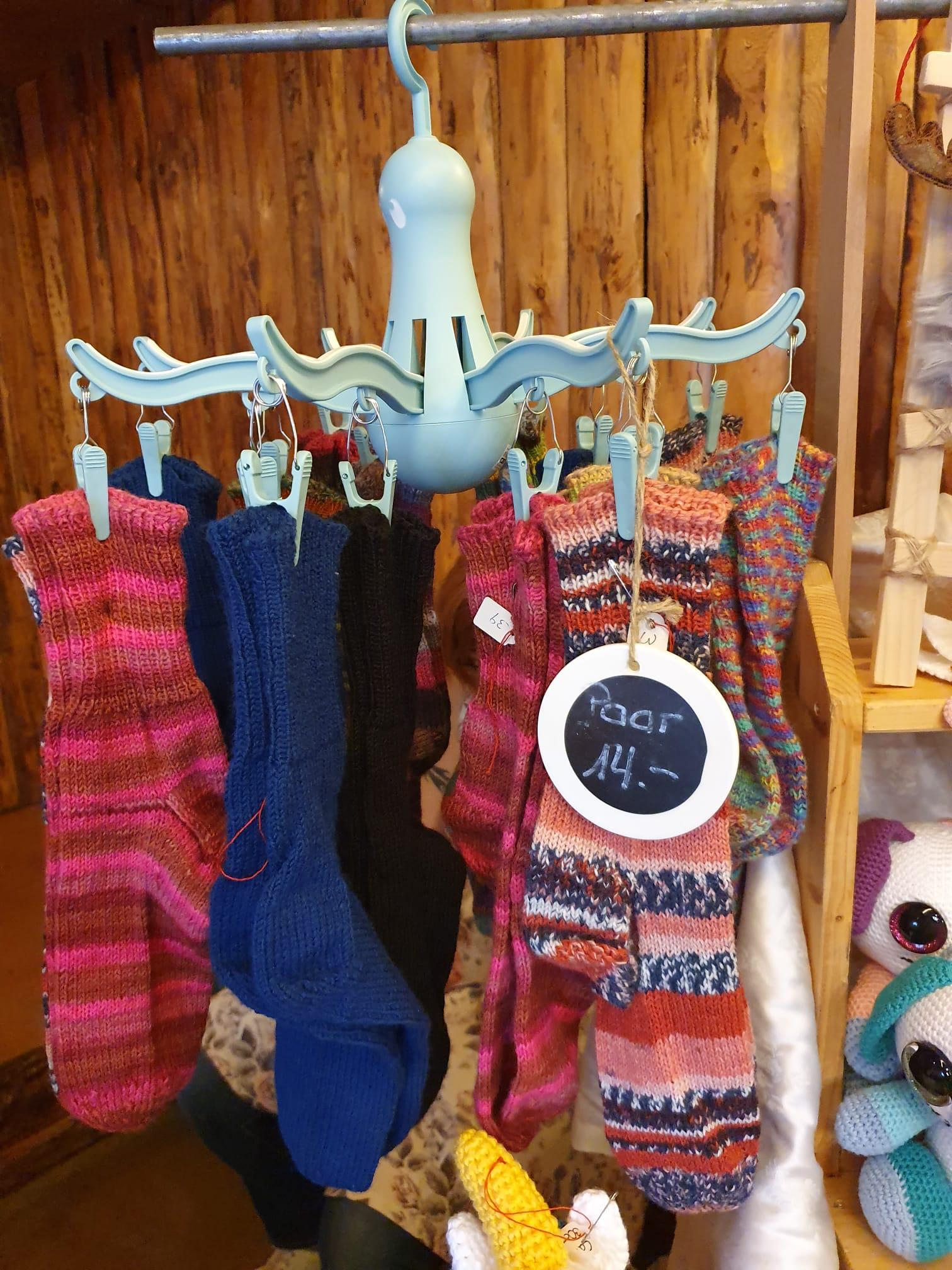 Handgestrickte Wollsocken in div. Farben und Grössen