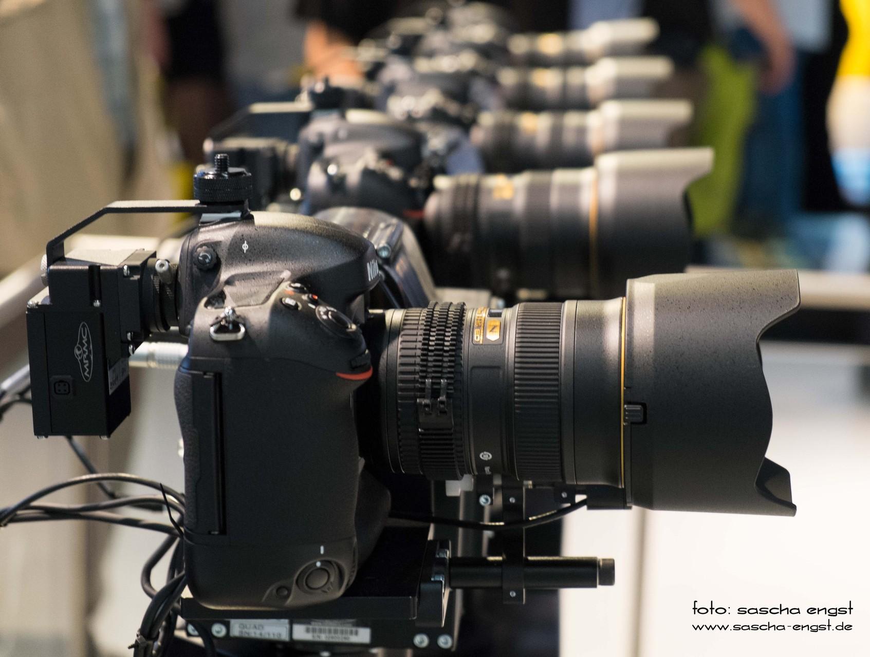 Roboter-gesteuerte Nikon D4S Kameras