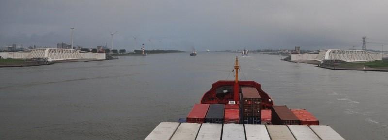 Riesentore in Rotterdam - Schliessung bei Flutung