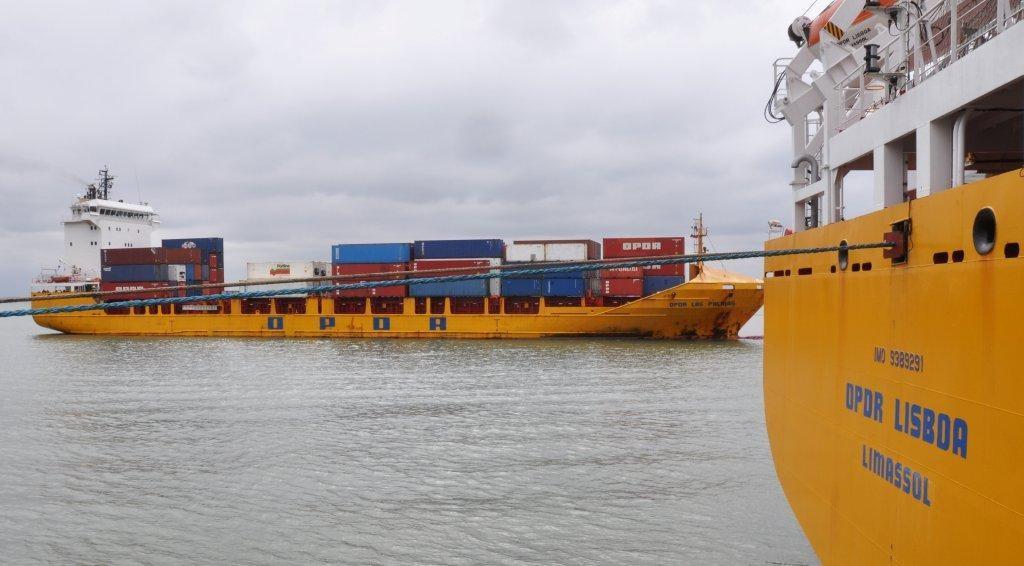im Hintergrund Schwesterschiff OPDR Las Palmas (Baujahr 2002)