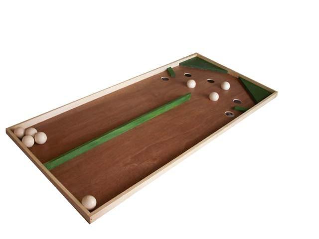 Double chinois       Être le premier joueur à occuper les 4 trous de son couloir.   Dès 4 ans