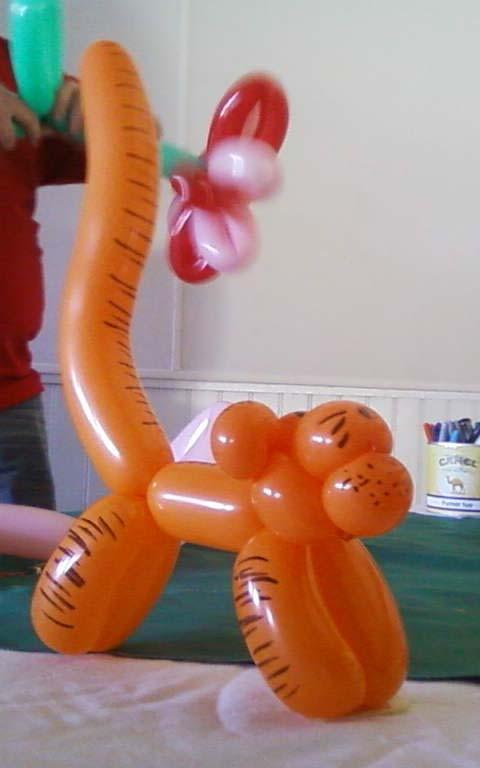 sculpture de ballons  Tigrou  /  jeux en bois de Boules et Billes