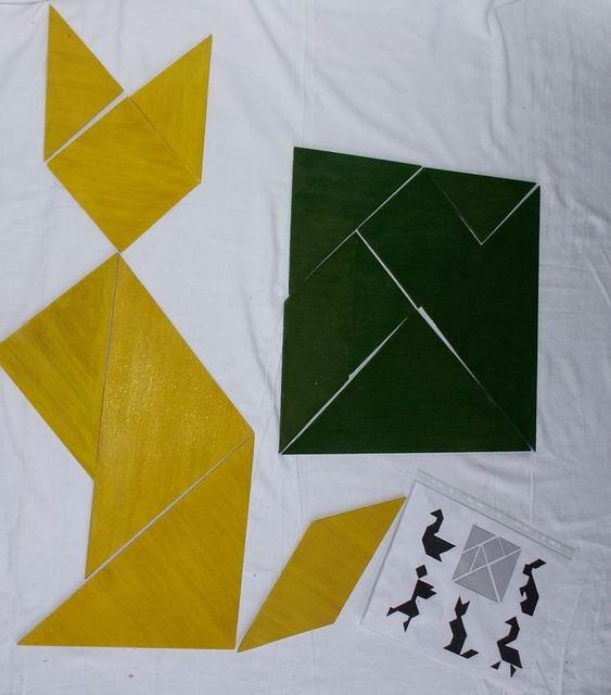 Tangram  géant : Originaire de CHINE : dans sa fonction de casse-tête, le jeu est de reproduire une forme donnée.  dès 6 ans