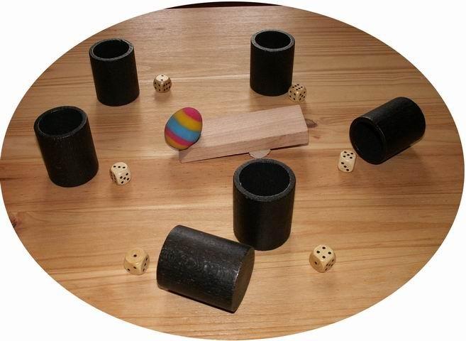 Six et un oeuf : Un jeu d'ambiance hilarant ! Chaque joueur possède un gobelet et un dé. Au top départ du maître du jeu (à chaque tour c'est un joueur différent) , tous les joueurs découvrent leur dé (après l'avoir agité dans son gobelet !). Le maître du